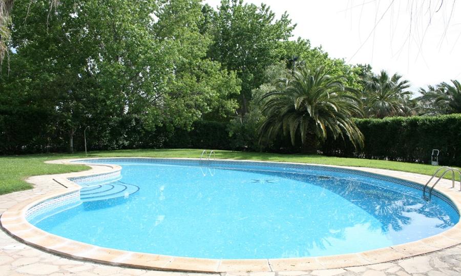piscina-masia-restaurant-pla-dels-catalans